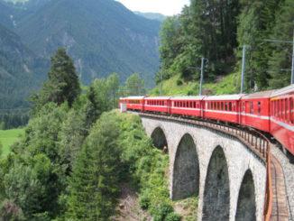 スイスの赤い列車